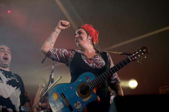 Amparo Sanchez, muzikaal revolutionaire. (Foto Herri Bizia)