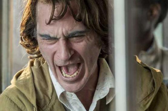 """""""Ik zou me graag eens een keer niet slecht willen voelen"""", verzucht Arthur Fleck (Joaquin Phoenix) in Joker (Foto Warner Bros)"""