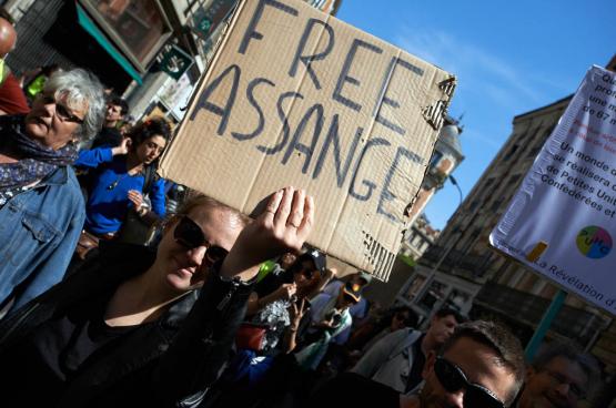 Over de hele wereld komen mensen op straat om de vrijlating van Julian Assange te eisen. (Foto Belga)