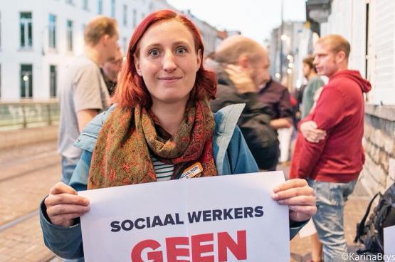 Ans helpt mee in de groepspraktijk van Geneeskunde voor het Volk in Deurne. (Foto Solidair, Karina Brys)