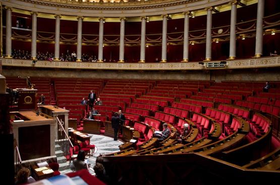 """Deze noodwet inzake gezondheid is in zekere zin de Franse versie van de """"wet op de volmachten"""" die het Belgische federale parlement donderdag in stemming zal brengen."""
