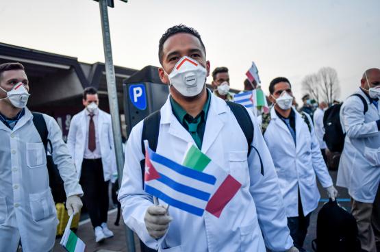 Cubaanse gezondheidswerkers kwamen op 22 maart aan in Italië. (Foto Belga)