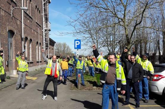 Op 16 maart kwamen de arbeiders van de werrkplaats in Schaarbeek samen bij het kantoor van de directie.