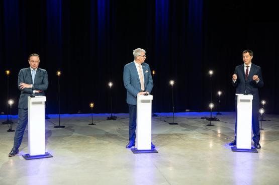 Bart De Wever (N-VA), Pieter Timmermans (VBO) en Alexander De Croo (Open Vld) tijdens een debat bij de VRT. (Foto Belga)