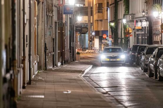 Een politiepatrouille controleert in de straten van Antwerpen. (Foto: Belga)
