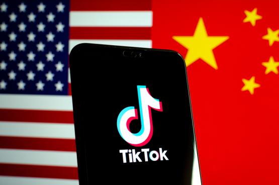 China is het eerste land dat de VS naar de kroon steekt op het vlak van technologie, artificiële intelligentie en big data. TikTok, de eerste Chinese app met wereldwijde populariteit, symboliseert dat conflict. (Foto: Shutterstock)