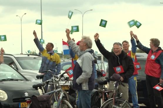 Op een drive-in personeelsvergadering werd unaniem gestemd voor kordate actie (screenshot IJmond Nieuws)