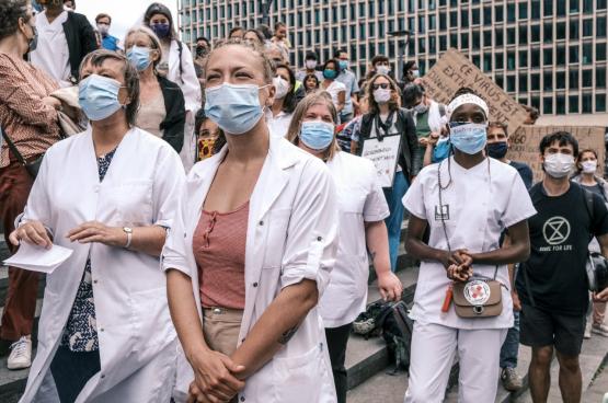 Het collectief Zorg in Actie organiseert geregeld bewustmakingsacties rond de financiering van de gezondheidszorg en de sociale zekerheid over het algemeen, in het hele land. Zoals hier, op 15 juni, in Brussel. (Foto Zorg in Actie)