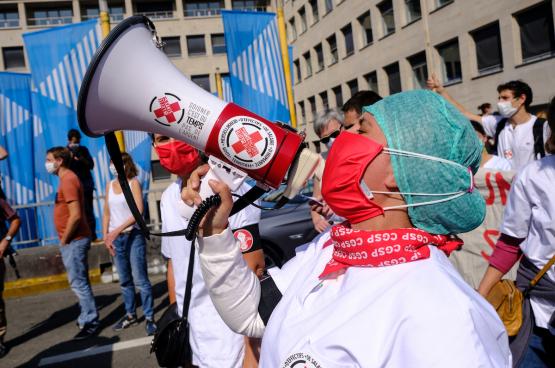 De Zorg in Actie is een collectief van werknemers in de zorgsector, publiek en privé, ziekenhuizen en elders, gesyndiceerd of niet, die mobiliseren voor hun sector en de mensen die er gebruik van maken. (Foto Solidair)