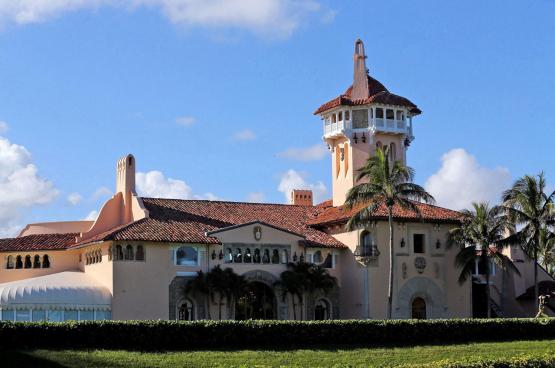 De villa van Trump in Palm Beach: meer dan 120 kamers, een golfbaan, privéclub en spa. Man van de werkende klasse? (Foto Belga)
