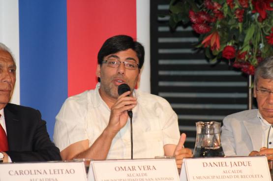 """Daniel Jadue: """"Waarom zien mensen mij als de populairste kandidaat? Omdat ze zien wat er in Recoleta gebeurt. Ze willen dat ook nationaal een kans geven."""" (Foto Ministerio Bienes Nacionales, Flickr)"""