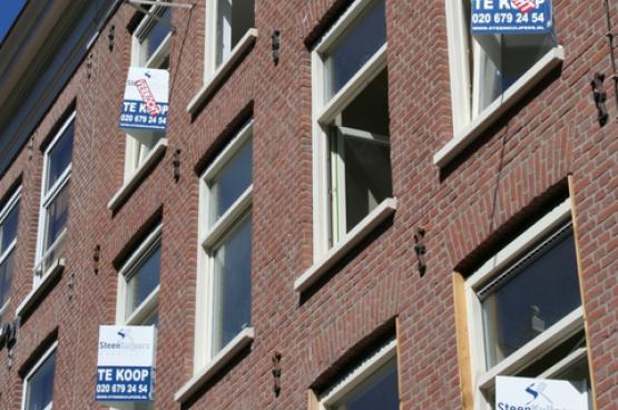 De gemiddelde verkoopprijs voor een woning zit in Amsterdam rond een half miljoen euro. (Foto Alix Guillard)