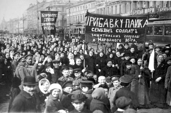 Op acht maart 1917 trekken duizenden Russische vrouwen de straat op, het begin van de revolutie.
