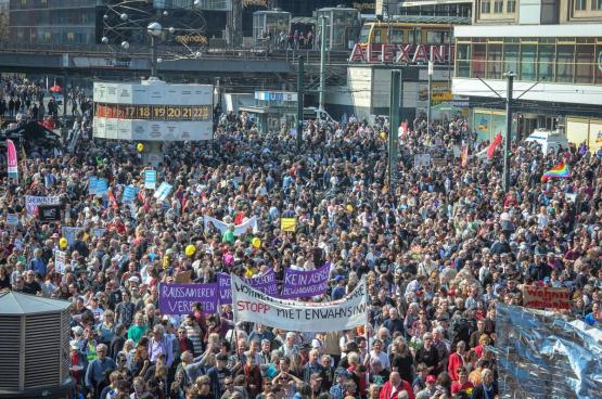 """Massale betoging tegen de """"huurwaanzin"""" in Berlijn, 6 april 2019. (Foto Umbruch Bildarchiv)"""