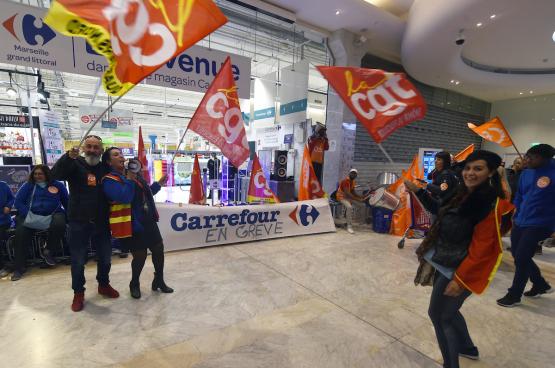 Bij Carrefour, net als elders, is actie voeren de enige manier voor de werknemers om gehoord te worden, zoals hier in Marseille in 2018. (Foto Boris Horvat/AFP)