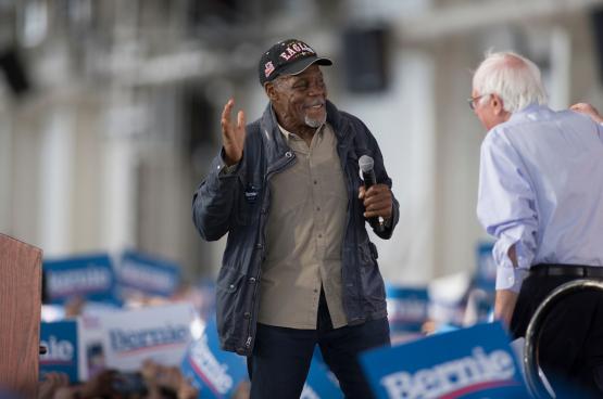 Danny Glover met de linkse senator Bernie Sanders tijdens diens campagne om tot presidentskandidaat verkozen te worden. (Foto Sterling Munksgard)