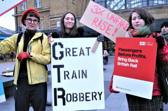 Twee derde van de Britten wil dat het spoor opnieuw genationaliseerd wordt. (Foto We own it)